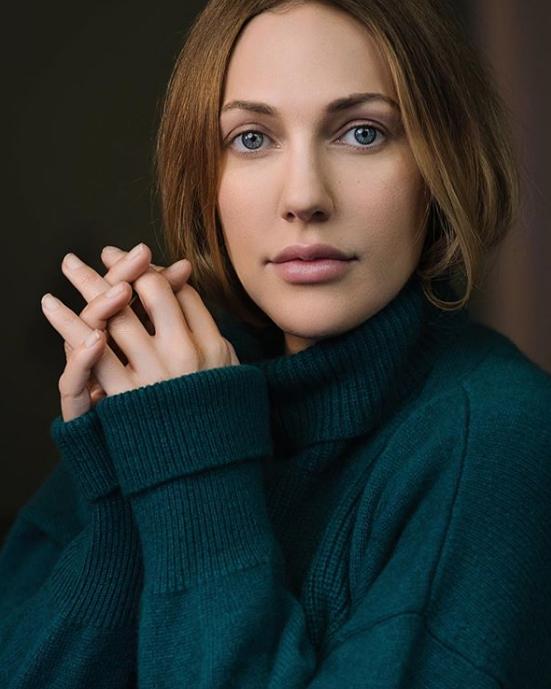 Акторка занялася у чуттєвій фотосесії \ instagram.com/meryemuzerlimeryem/