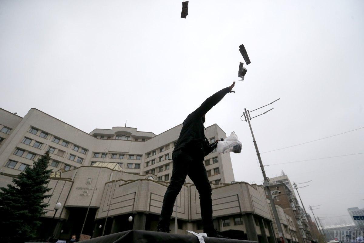 Через рішення КСУ в Україні розпочалася конституційна криза / фото УНІАН (В'ячеслав Ратинський)