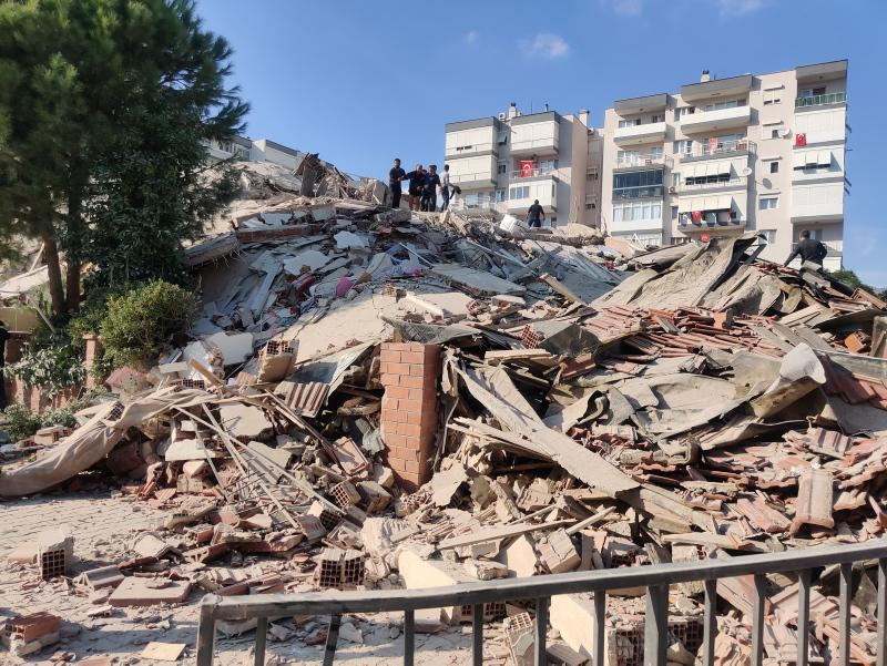 Число граждан, извлеченных раненными из-под завалов, достигло 105 \ DAILY SABAH