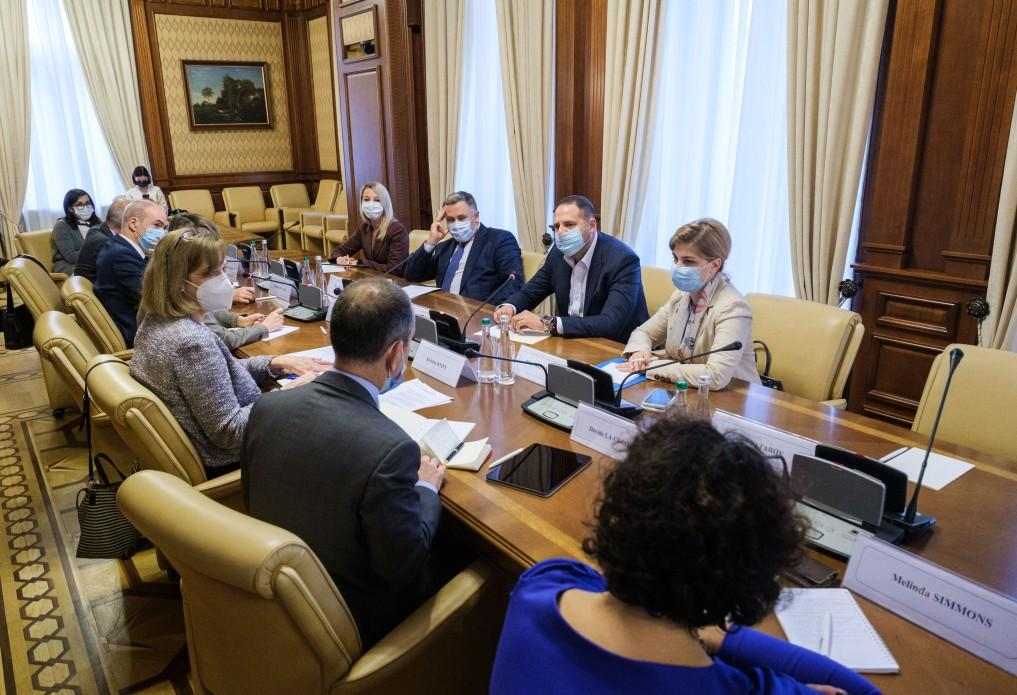 He also called on representatives of the G7 to monitor the work of the Anti-Corruption Council / Photo from president.gov.ua
