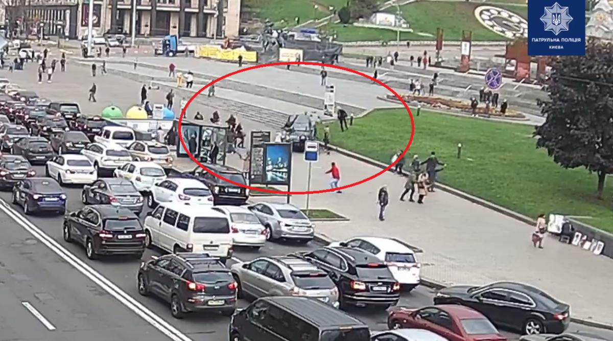 Жуткое видео с моментом масштабного ДТП на Майдане Независимости / скриншот