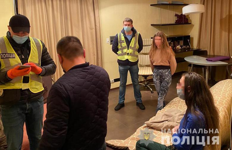 В Киеве бордель прикрывался услугами массажного салона / фото npu.gov.ua