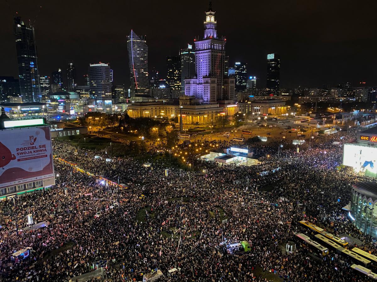 Учасники акцій зібралися на центральних вулицях столиці, щоб пройти маршем центром Варшави / фото REUTERS