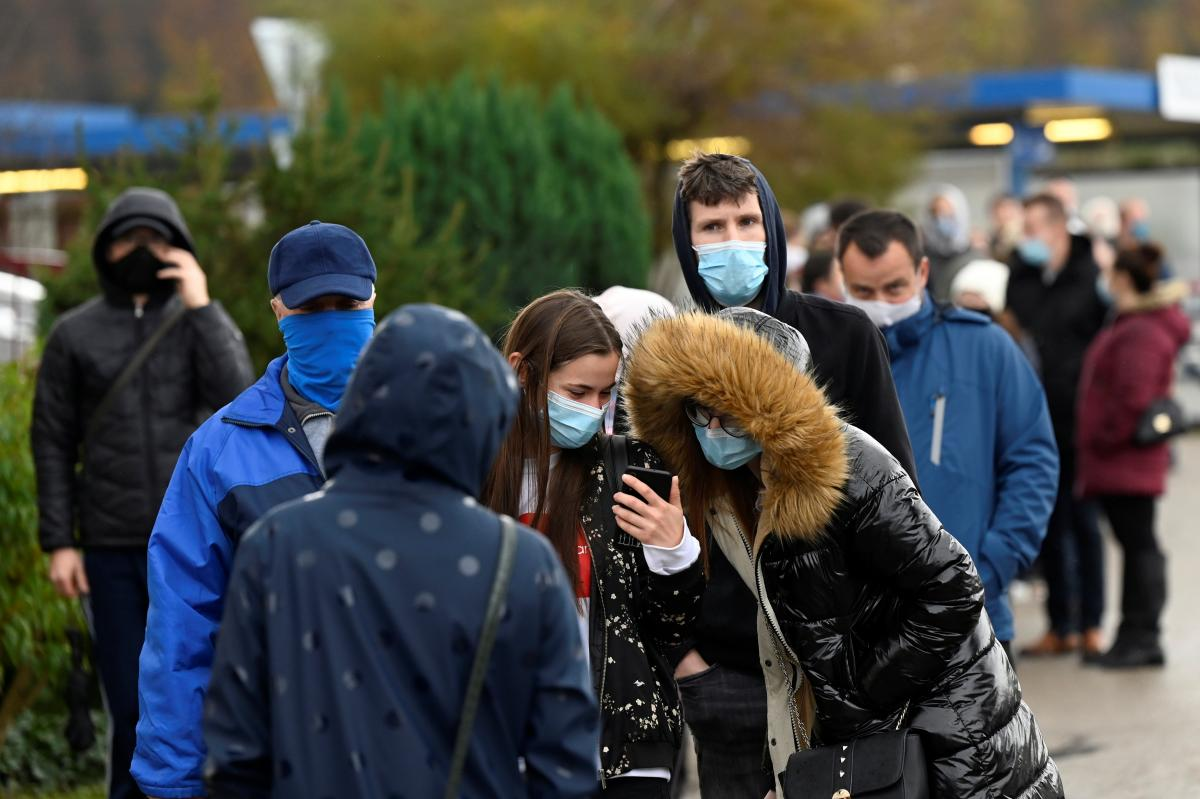В Украине растет количество больных коронавирусом \ фото REUTERS