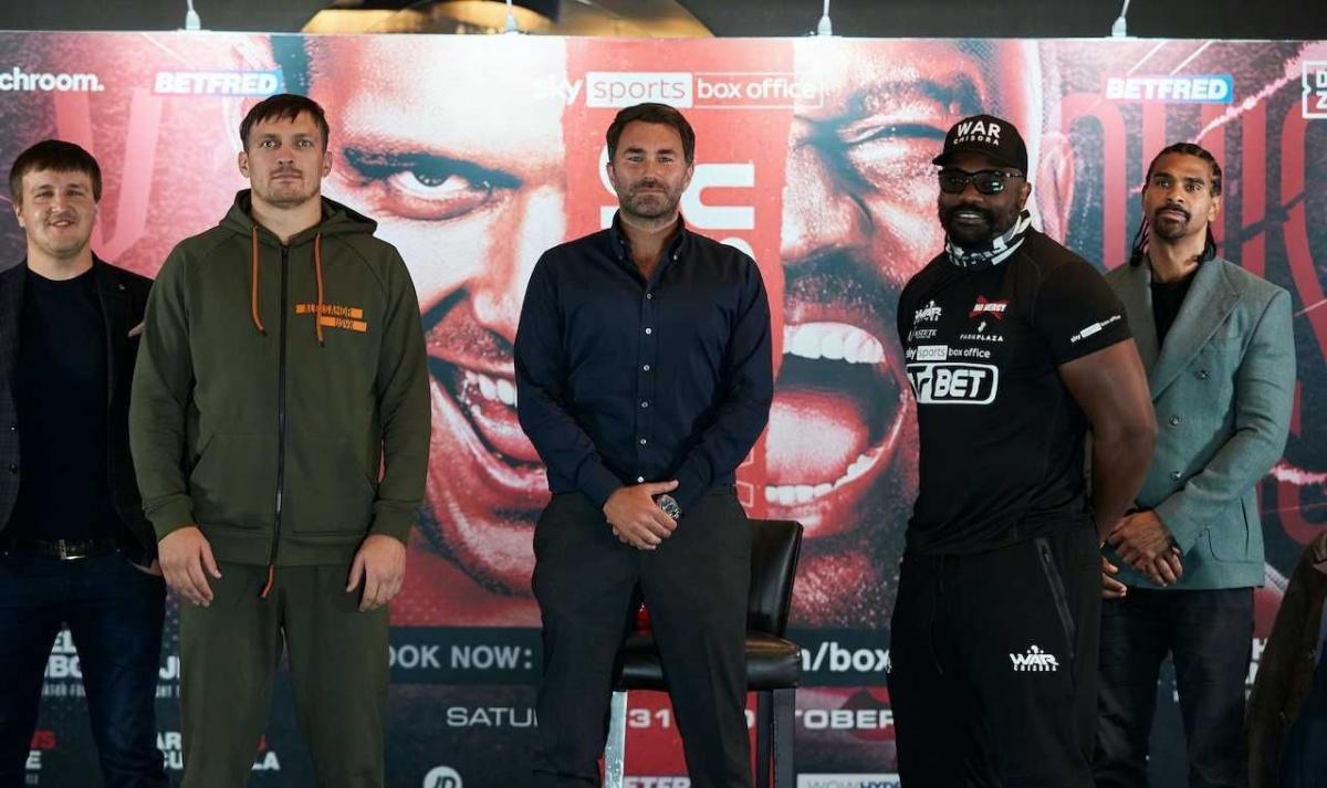 Девід Хей (крайній праворуч) вважає, що Олександр Усик занадто самовпевнений / фото Mark Robinson / Matchroom Boxing