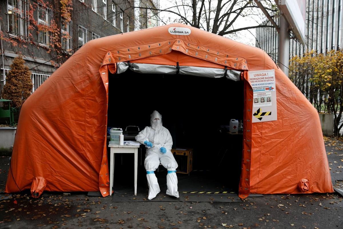 У Польщі вже розпочалася вакцинація від коронавірусу / Ілюстрація REUTERS