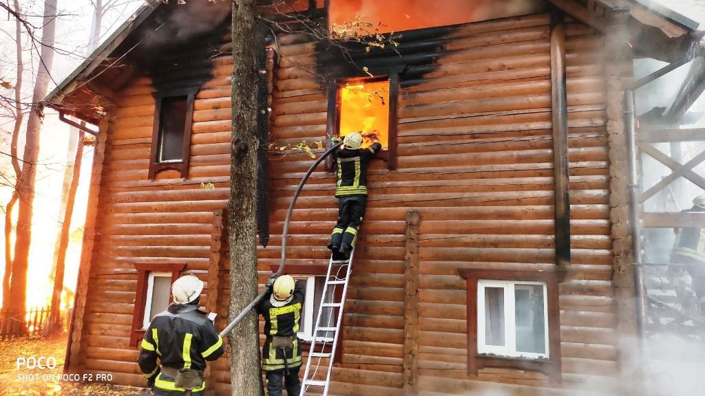 Площадь пожара составила 200 квадратныхметров / фото УНИАН/Марина Чорноштан