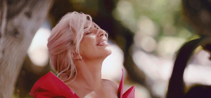 Леди Гага в откровенном костюме удивила поклонников своим хобби