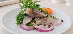 Вкусная соленая селедка: как приготовить аппетитную рыбку дома