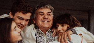 """""""Мама химичила, отец приучал к музыке"""": Jerry Heil умилила сеть семейными фото"""