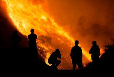 В Калифорнии с новой силой разгораются лесные пожары (фото, видео)