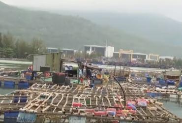 Во Вьетнаме из-за разрушительного тайфуна массово эвакуируют людей (фото, видео)