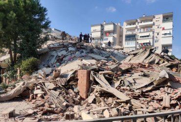 В Турции произошло мощное землетрясение, повлекшее цунами: есть разрушения (фото, видео)
