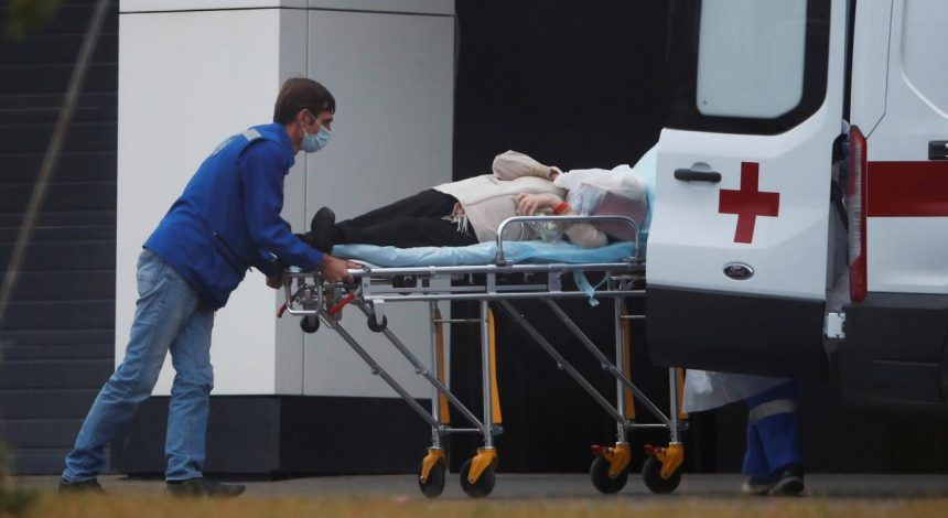"""Україна побила два """"рекорди"""": за кількістю хворих та померлих від коронавірусу за добу"""