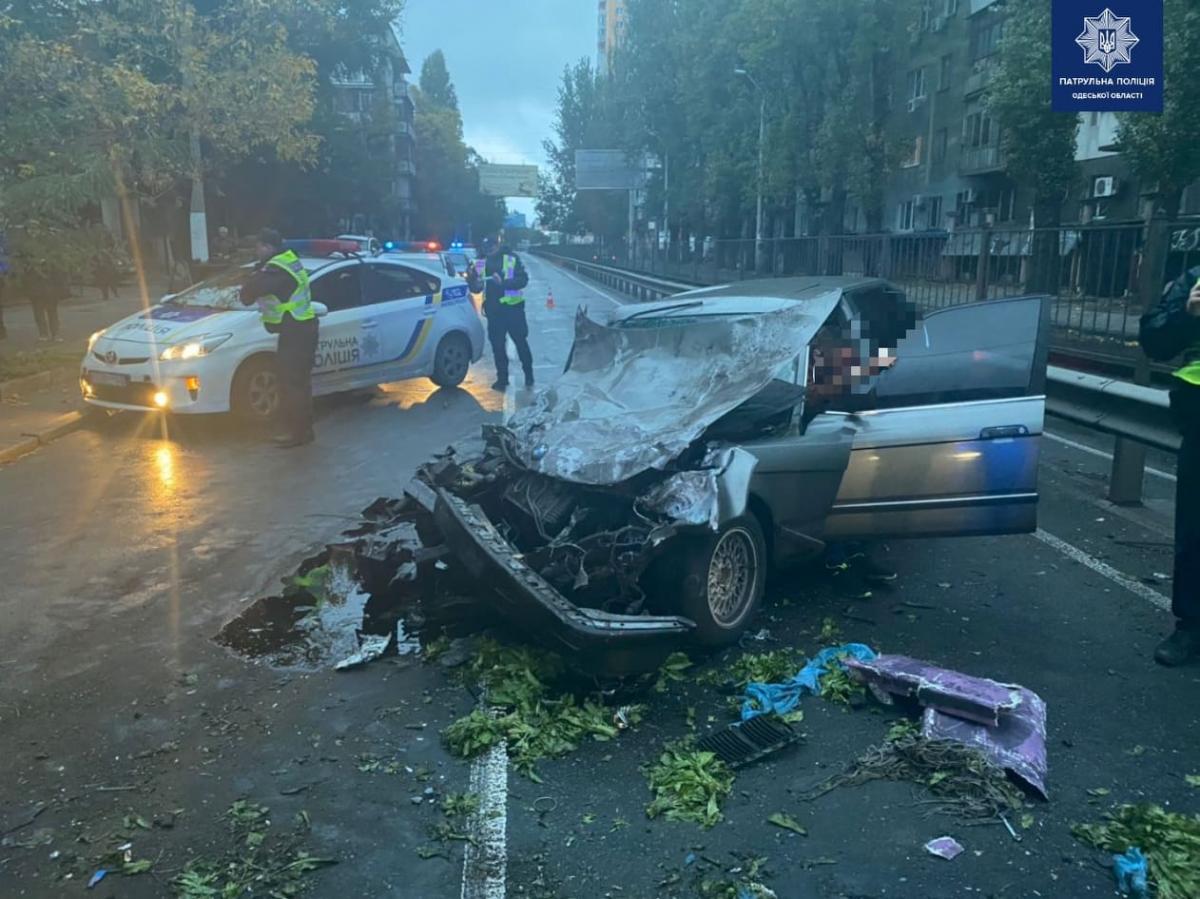 Злоумышленник угналавто и устроил на нем аварию / фото патрульная полиция Одесской области