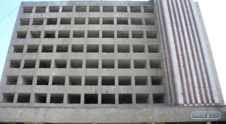 Студент прыгнул с 9-го этажа заброшенного завода / фото trassae95.com