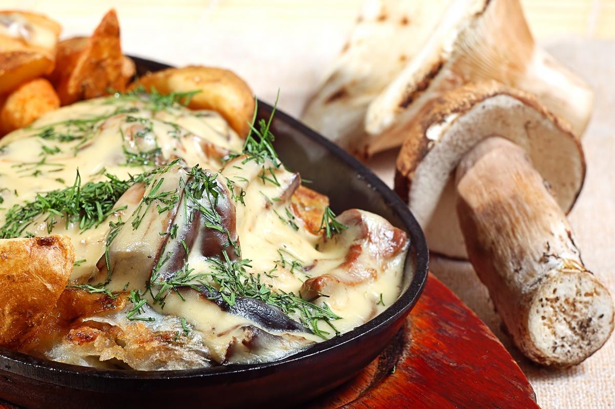 Як смачно приготувати картоплю з грибами / фотоua.depositphotos.com