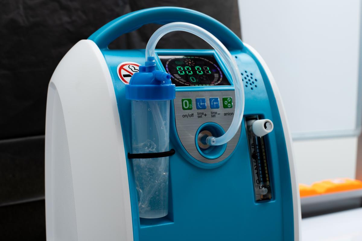 Большинство кислородных концентраторов рассчитаны на одного пациента / фото ua.depositphotos.com