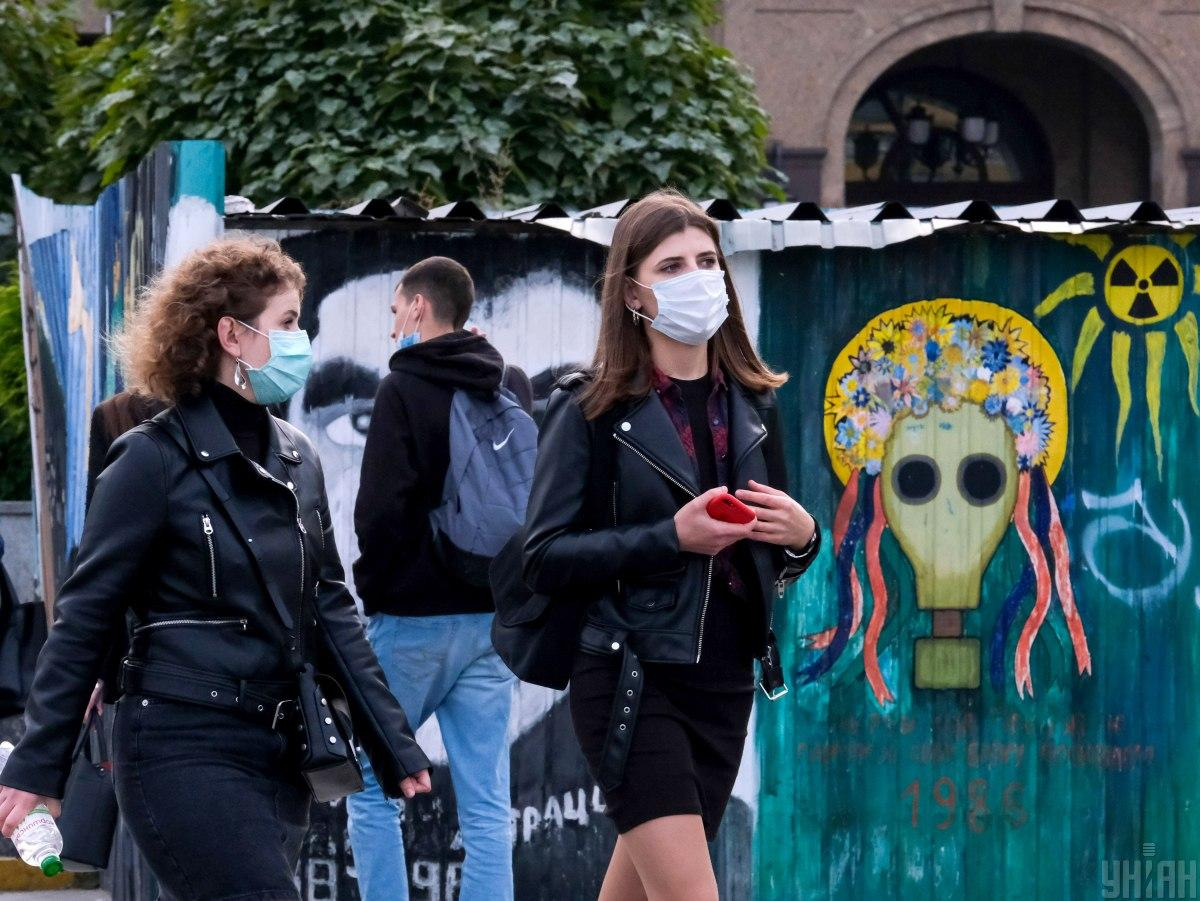 За 15 ноября в Украине выявлено 9832 случая коронавируса / фото УНИАН