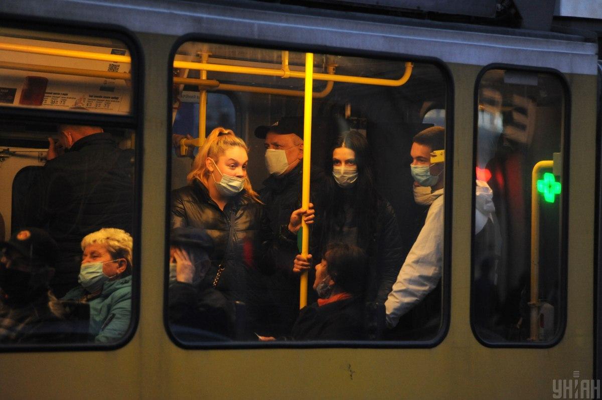 Эксперт объяснила, как можно заразиться в транспорте / фото УНИАН, Николай Тис