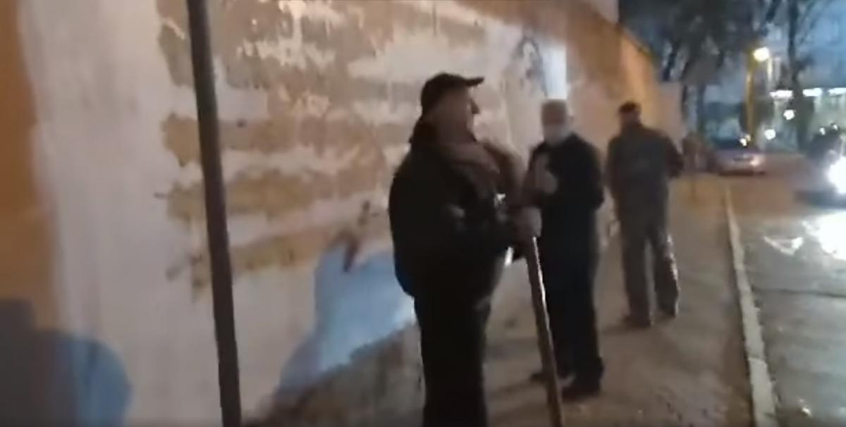 Коммунальщики объяснили, что делают это якобы ради благоустройства города/ скриншот из видео