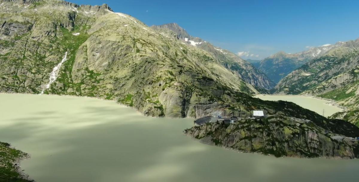 """Горы помогают Швейцарии заботиться о безопасности / фото пресс-службы """" 1 + 1»"""