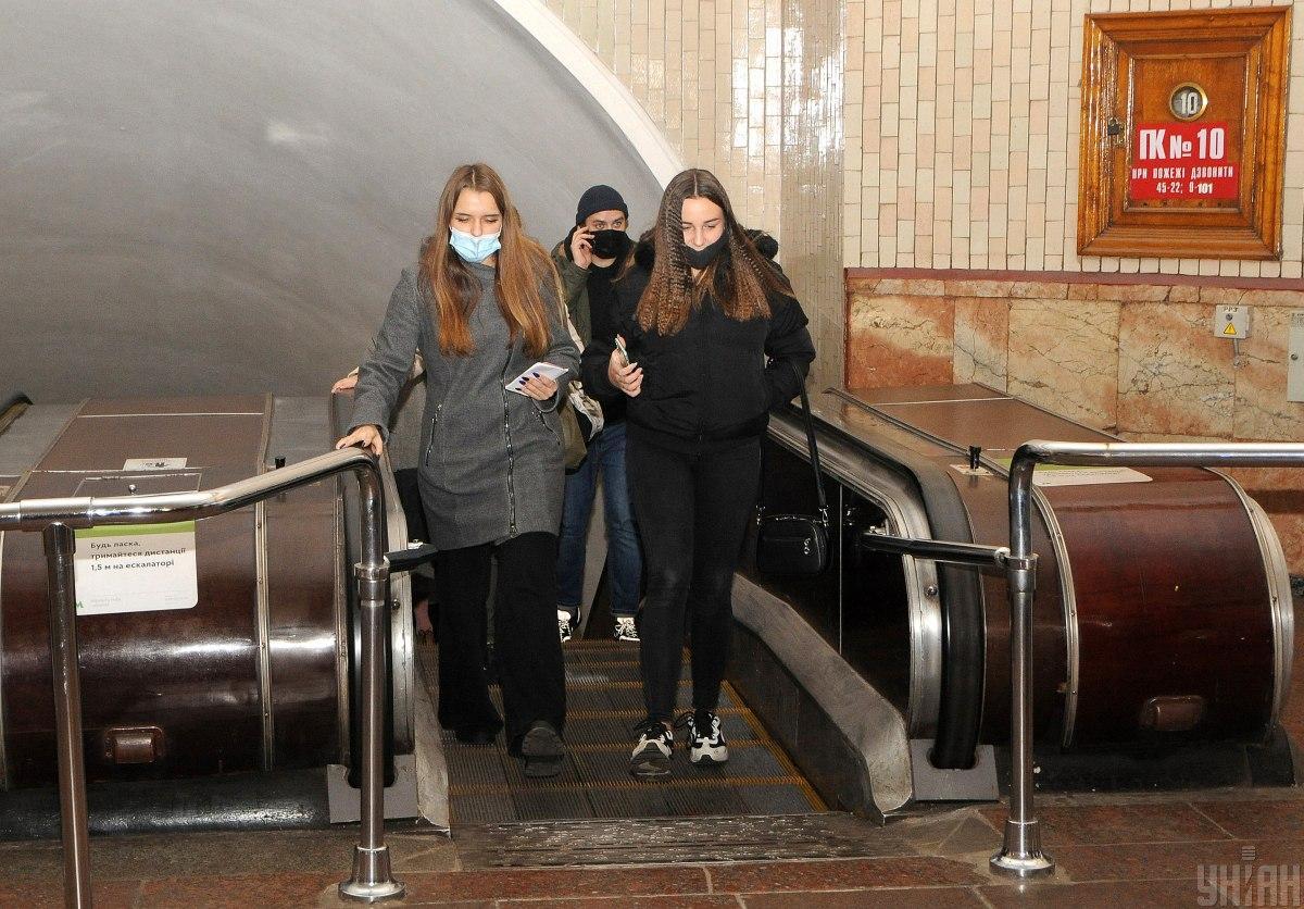 Общественные места - где в Украине будут штрафовать за неношение масок / фото УНИАН