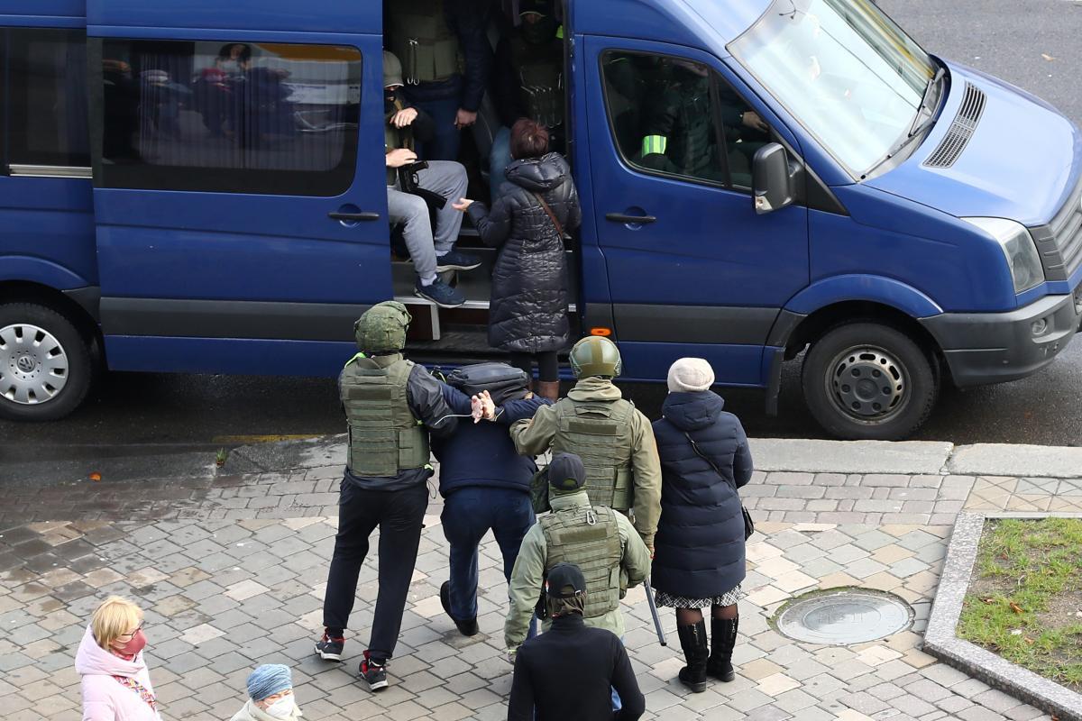 В Минске задерживают протестующих / фото REUTERS