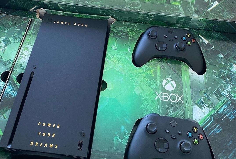 """именная консоль Xbox Series X для режиссера """"Стражей галактики"""" / фото instagram.com/jamesgunn"""