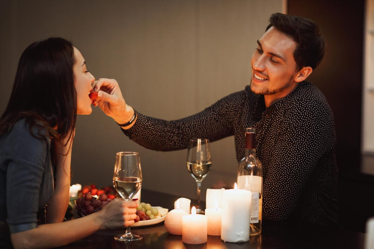 Комплименты способны сблизить партнеров \ фото: ua.depositphotos.com