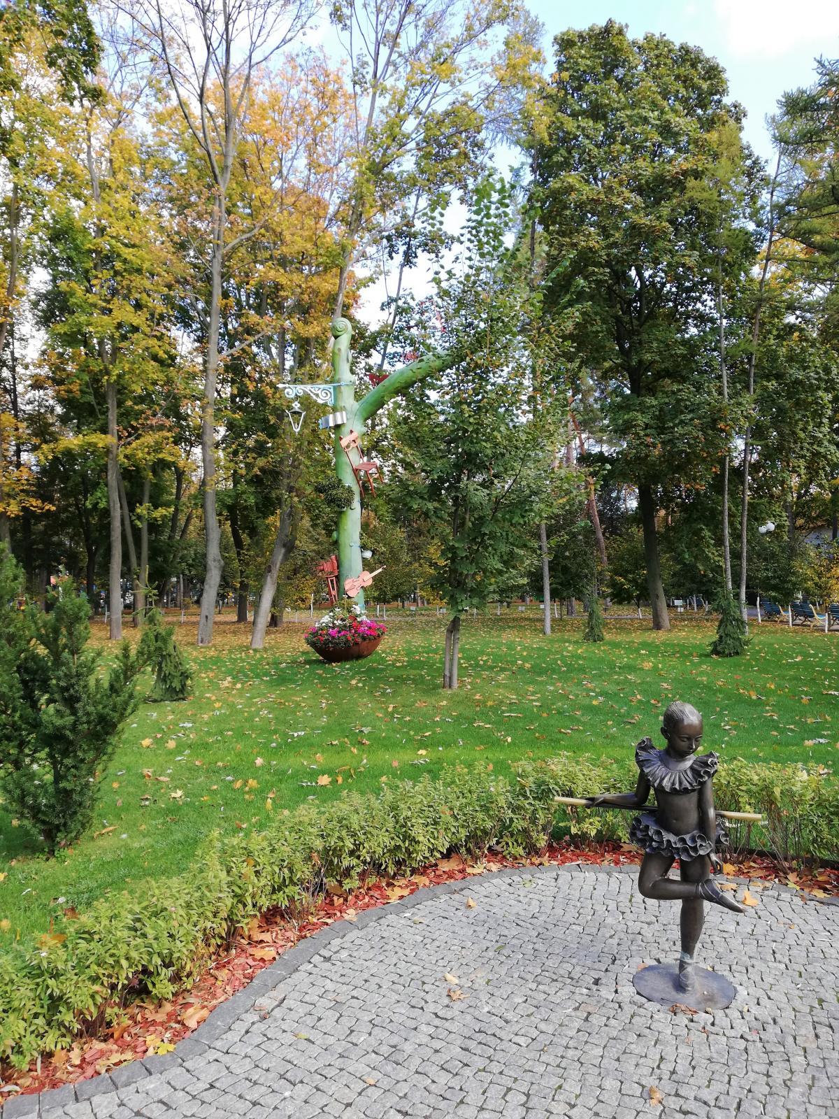 Скульптурки у парку Горького / фото Марина Григоренко
