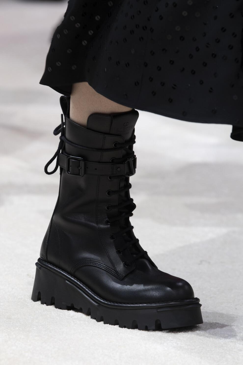 Модные сапоги зима 2020-2021 / фото Valentino
