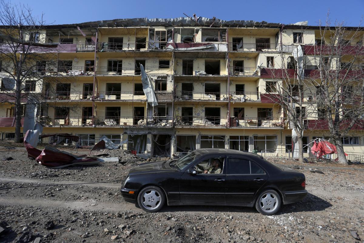 В Нагорный Карабах введут российских миротворцев / фото REUTERS