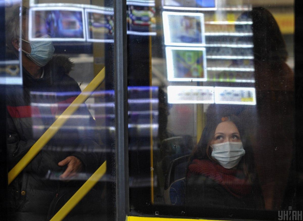 За отсутствие маски будут штрафовать, но не всегда / Фото УНИАН, Сергей Чузавков