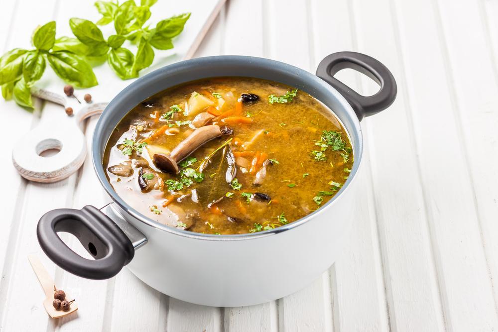 суп лапша с грибами и курицей