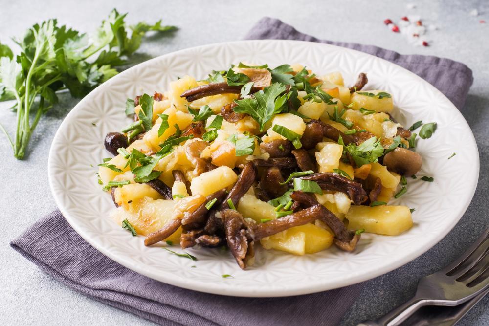 Картошка жареная с грибами рецепт / фото ua.depositphotos.com