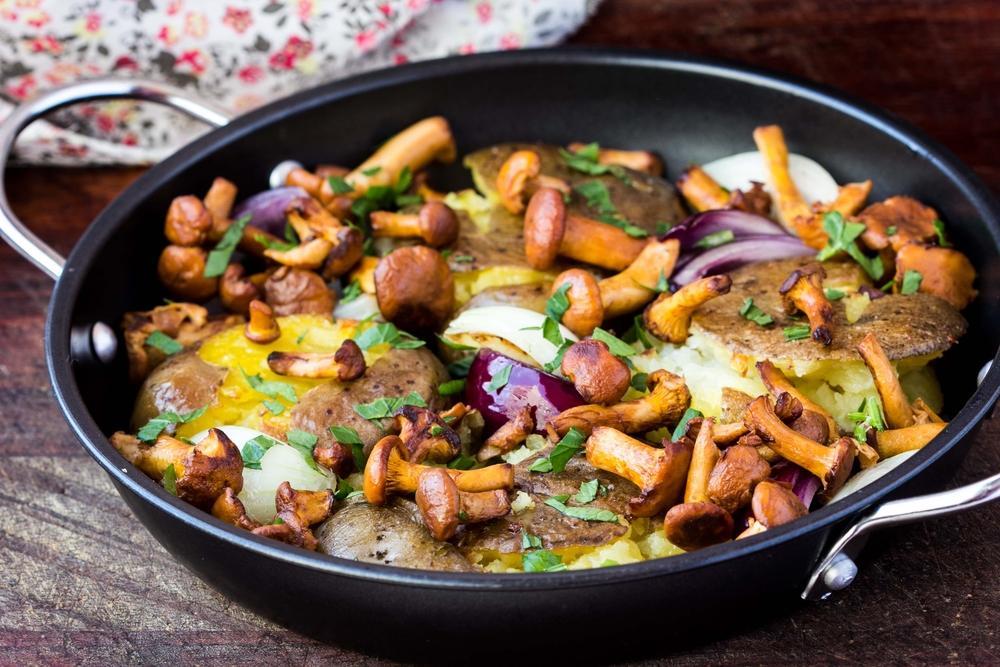 Рецепт жареной картошки с сыром и грибами / фото ua.depositphotos.com