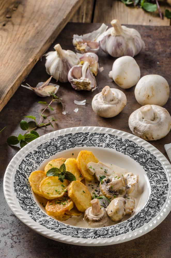 Грибы с жареной картошкой рецепт / фото ua.depositphotos.com