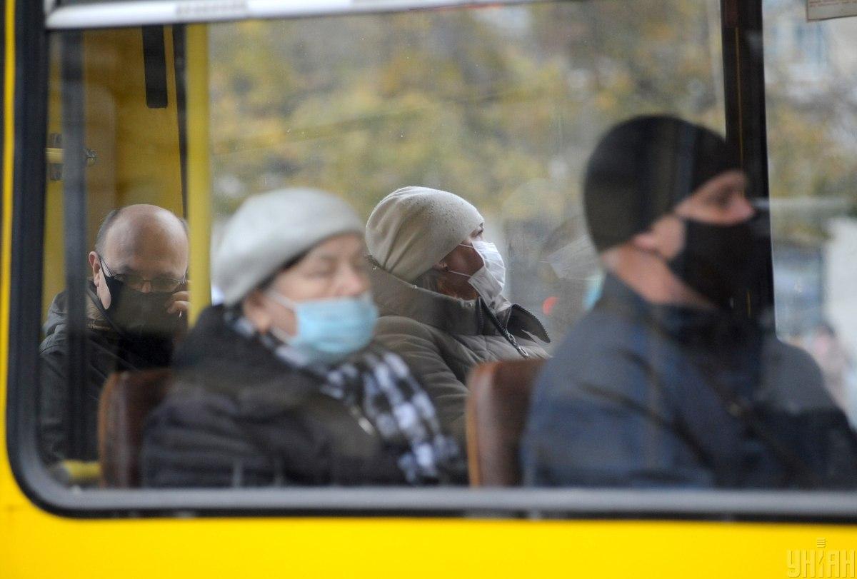 Штраф за неносіння маски - Зеленський підписав закон / фото УНІАН