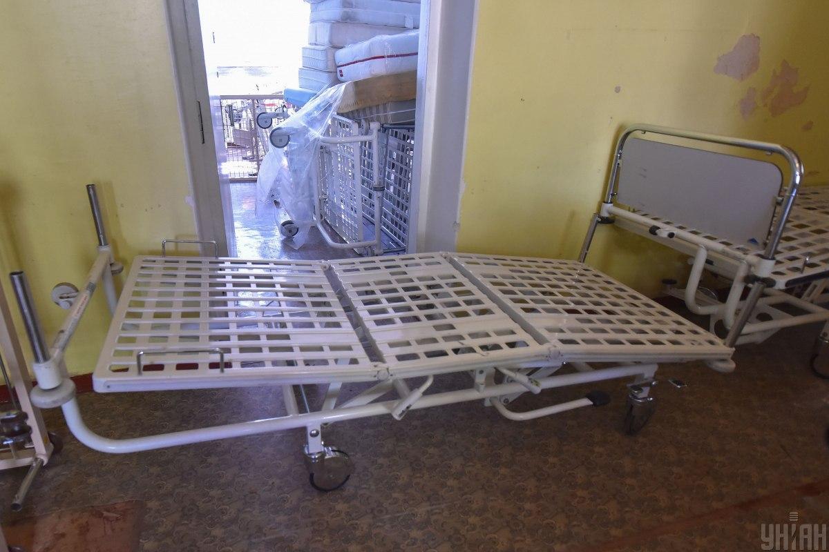 На сегодняшний день, по словам мэра Ужгорода, в городской больнице количество коек для больных коронавирусом увеличено со 135 до 175/ Фото УНИАН, Александр Прилепа