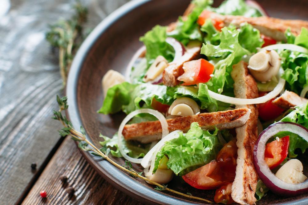 Салат с грибами рецепт / фото ua.depositphotos.com