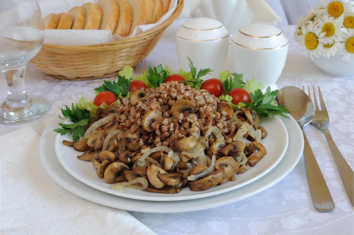 Как приготовить гречку с грибами / фото ua.depositphotos.com