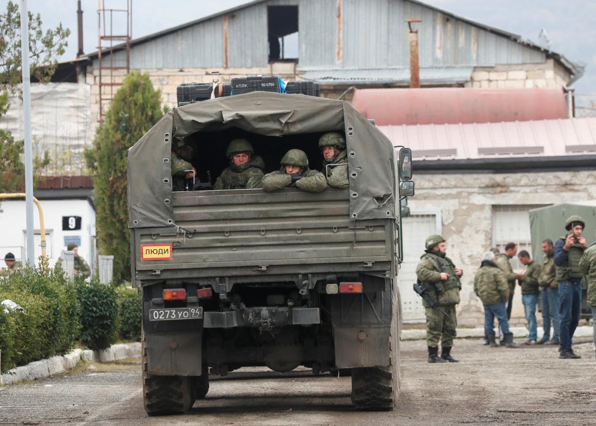 Россия ввела миротворцев в Нагорный Карабах, но они там уже есть / REUTERS