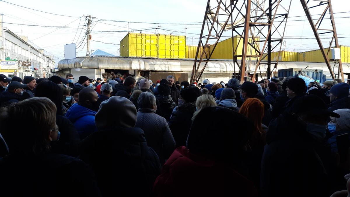 Новости Черновцов - сотни предпринимателей вышли на антикарантинний протест / Фото УНИАН