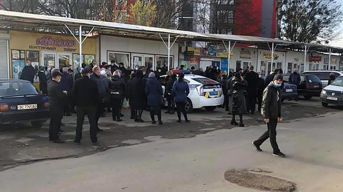 Во Львове полицейские заблокировали работу крупнейших рынков / фото VARTA1.COM.UA