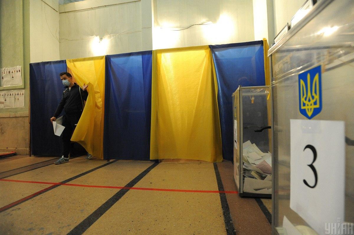 25 жовтня 2020 року на дільниці прийшли 32,5% виборців / фото УНІАН, Микола Тис