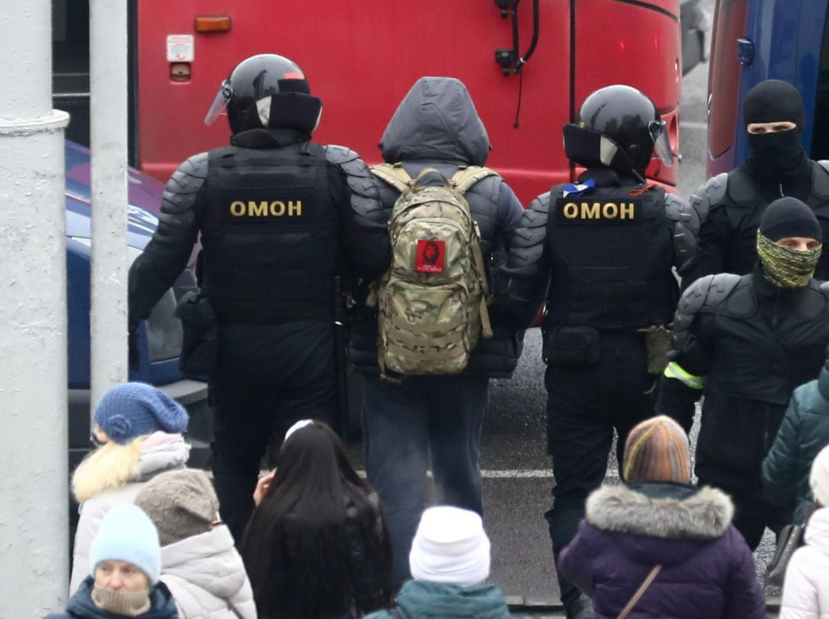 Riot police violently crack down on protesters in Belarus / REUTERS