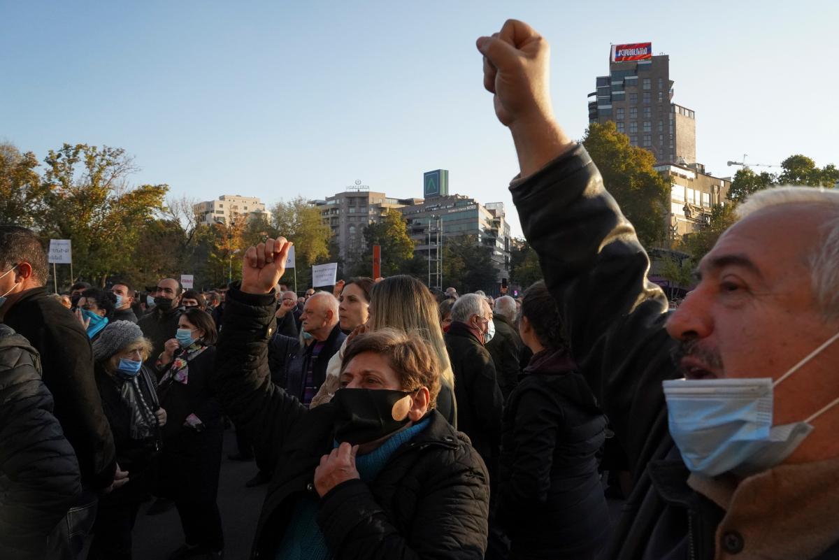 Вірменці обурилися несподіваною капітуляцією / фото REUTERS