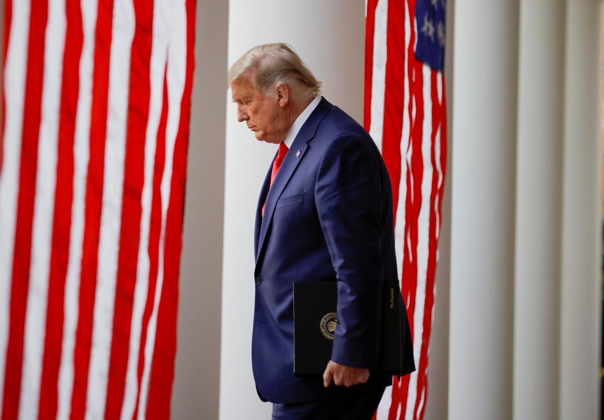 Трампа заблокировали в Twitter после штурма Капитолия / фото REUTERS