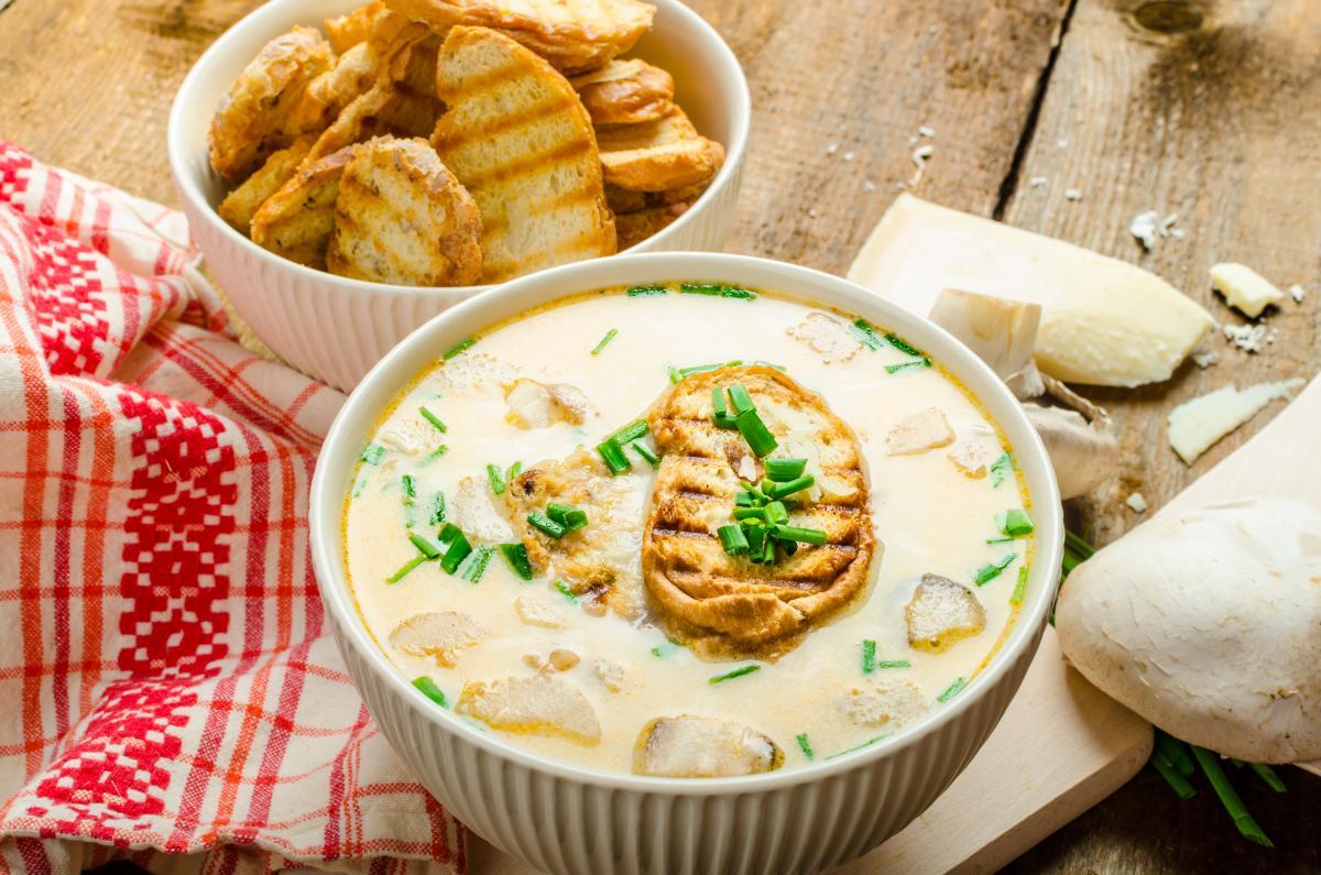 Рецепт сырного супа с грибами / фото ua.depositphotos.com